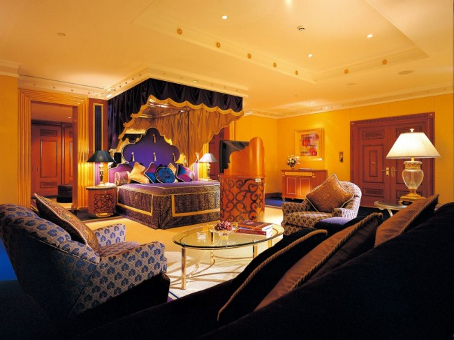 Luxurious and Royal Bedroom Interiors for Large Spaces