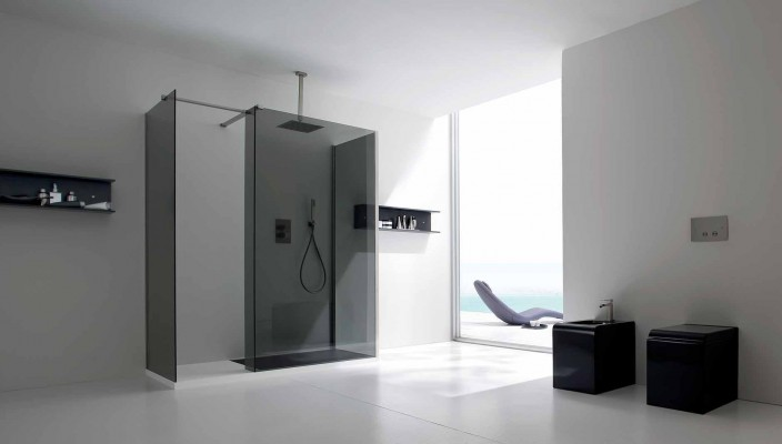 Silver finish in bathroom design