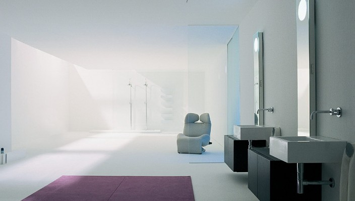 Capacious white bathroom