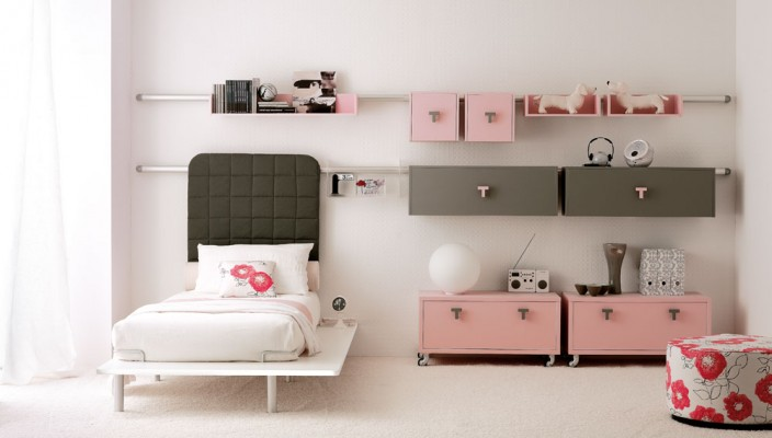 Baby pink bedroom for teen