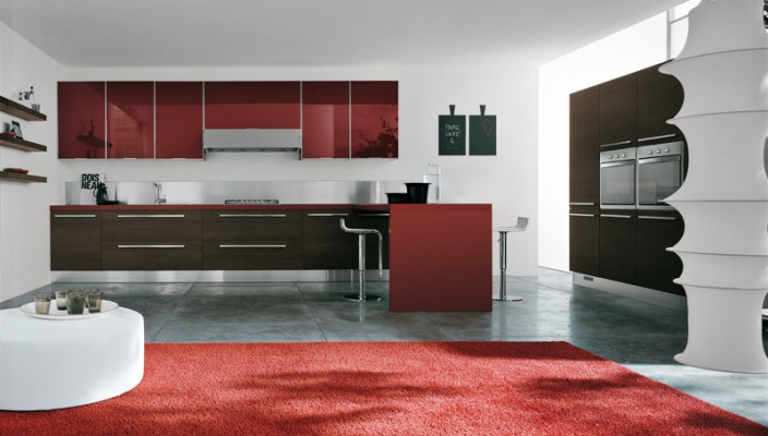 Red and Wooden Color Scheme in the Kitchen