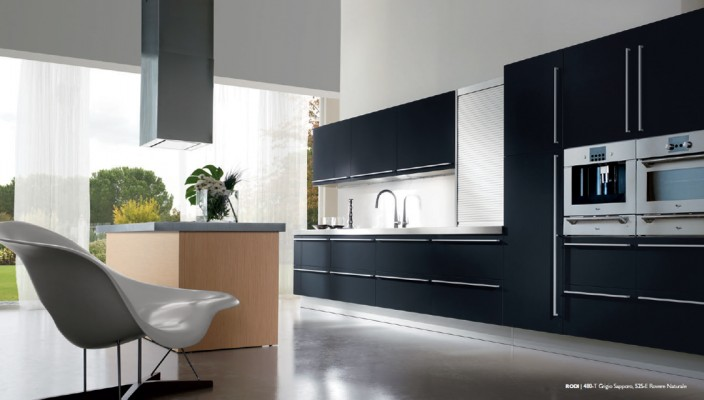 Perfect Dark Finish Kitchen for All Space Options