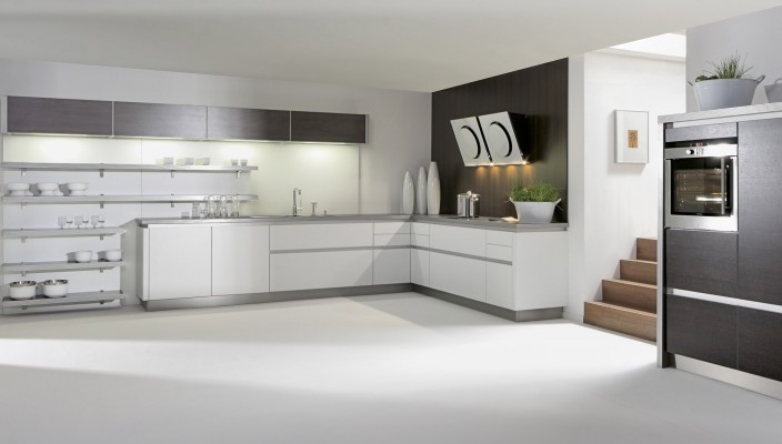 Ideal white interior themed kitchen idea