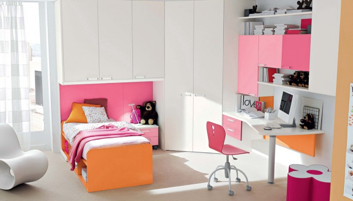 Colorful bedroom theme for girls