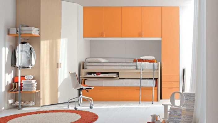 Kid's bedroom idea in bright shade for small spaces