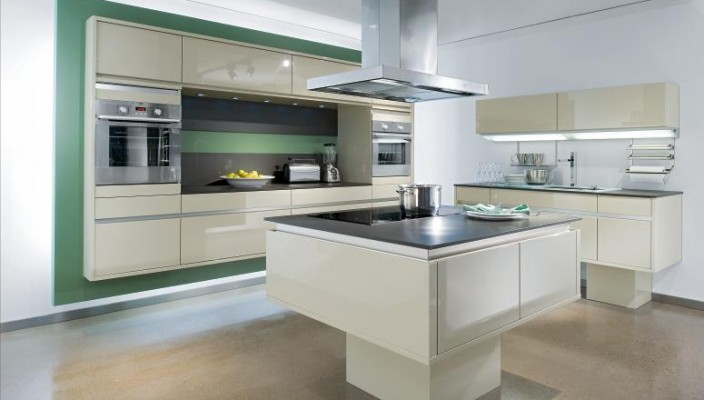 Contemporary and spacious kitchen